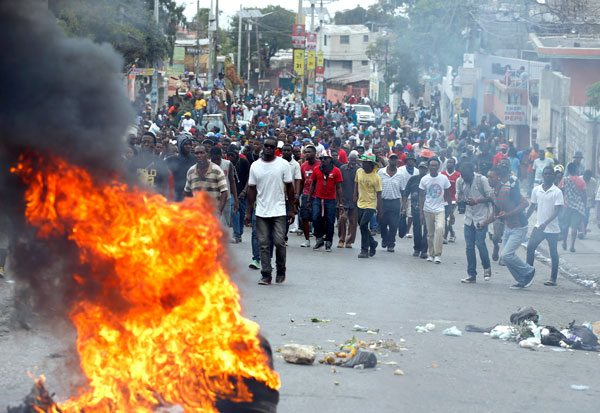 Las bandas criminales imponen crueles reglas de terror en Haití   Parámetro  Nacional
